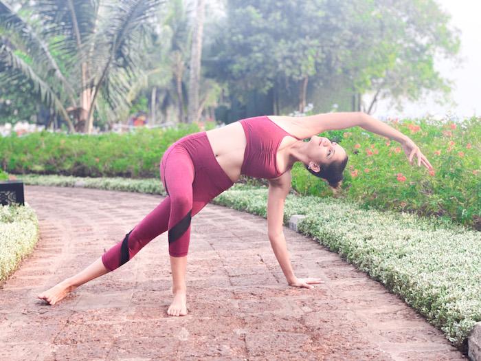 Dopamine Fasting, Side Plank, Vasishtasana variation, yoganama